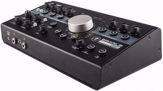 Controlador de monitor e interfaz de audio USB, con 2 preamps de micrófono, 4 entradas estéreo seleccionables, 3 salidas estéreo seleccionables y Talkback