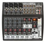 Mezclador de 8 canales con cuatro preamplificadores de micrófono Xenyx, cuatro canales estéreo, ecualizador de 3 bandas, 100 preajustes de efectos y 1 envío FX / Aux por canal