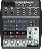Mezclador de 4 canales con dos preamplificadores de micrófono Xenyx, dos canales estéreo, ecualizador de 3 bandas y 1 envío FX por canal