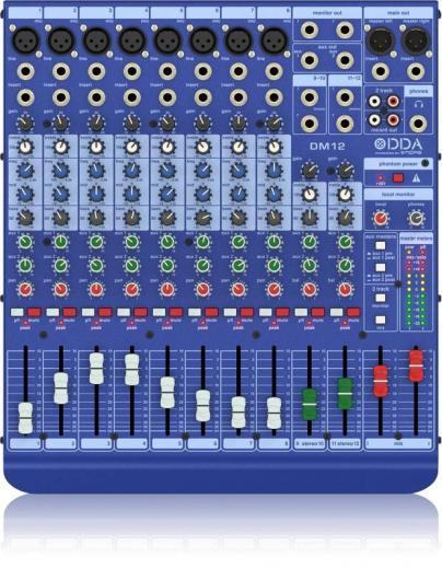 Mezclador de 12 canales con 8 canales de línea / micrófono, 2 canales estéreo, ecualizadores de 3 bandas y 2 envíos auxiliares