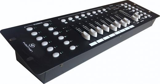 Consola de mando ideal para robotizados, 30 bancos de memoria de hasta 240 escenas, 6 memorias programables. Total de 192 canales DMX, controla 12 canales DMX.16 para cada luz.