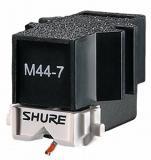 Cantilever de gran diámetro de Tipo S exclusivo de Shure, fuerza de tracción de 1.5 a 3.0 gramos, salida de 9,5 mV, enfasis de sonido: graves potentes