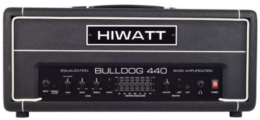 440 watts de potencia, Entradas pasivas / activas, Gain, Bass, Treble, Graphic EQ (7 bandas) , Master Volume, conector para auriculares, limitador incorporado.