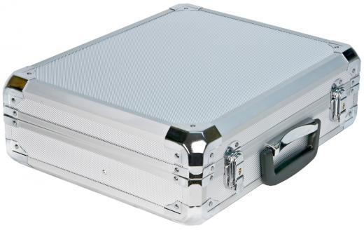 Carcasa reforzada de aluminio, compartimiento interior para variedad de micrófonos y accesorios.