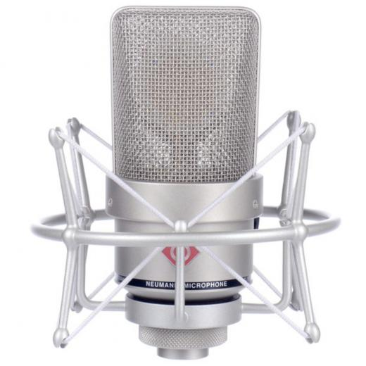 Micrófono de condensador cardioide de diafragma grande con diseño sin transformador y manejo de 138 dB SPL, color Niquel, incluye maleta aluminio