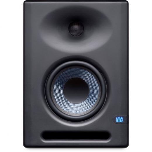 """Monitor de estudio de 5"""" con controlador LF compuesto de tejido, controlador HF de domo de seda de 1"""", guía de onda EBM y controles de ajuste acústico."""