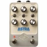 Pedal de modulación estéreo con Chorus Brigade, Flanger / Doubler y Amp Tremolo, funcionamiento estéreo y dual-mono y un modo preestablecido para almacenar configuraciones personalizadas