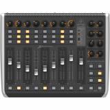 Controlador USB / MIDI con 9 faders de motor sensibles al tacto, 16 codificadores giratorios y 39 botones iluminados
