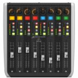 Extension X-Touch con 8 faders motorizados sensibles al tacto, 8 codificadores giratorios, 32 botones iluminados, 8 tiras LCD y 8 medidores LED - Mac / PC