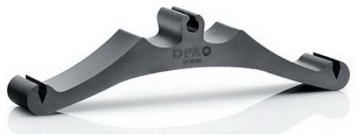 Soporte/clip de micrófono condensador DPA d:vote™ 4099 para contrabajo.