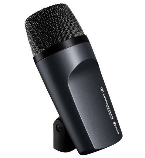 Micrófono cardioide adecuado para su uso con bombo, tubas y otros instrumentos de baja frecuencia.