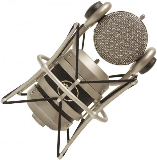Micrófono condensador cardioide de diafragma grande, con cápsula hecha a mano, ideal para voces lead, locuciones, gabinete de bajo y bombo. 140dB SPL, 20Hz - 20kHz.